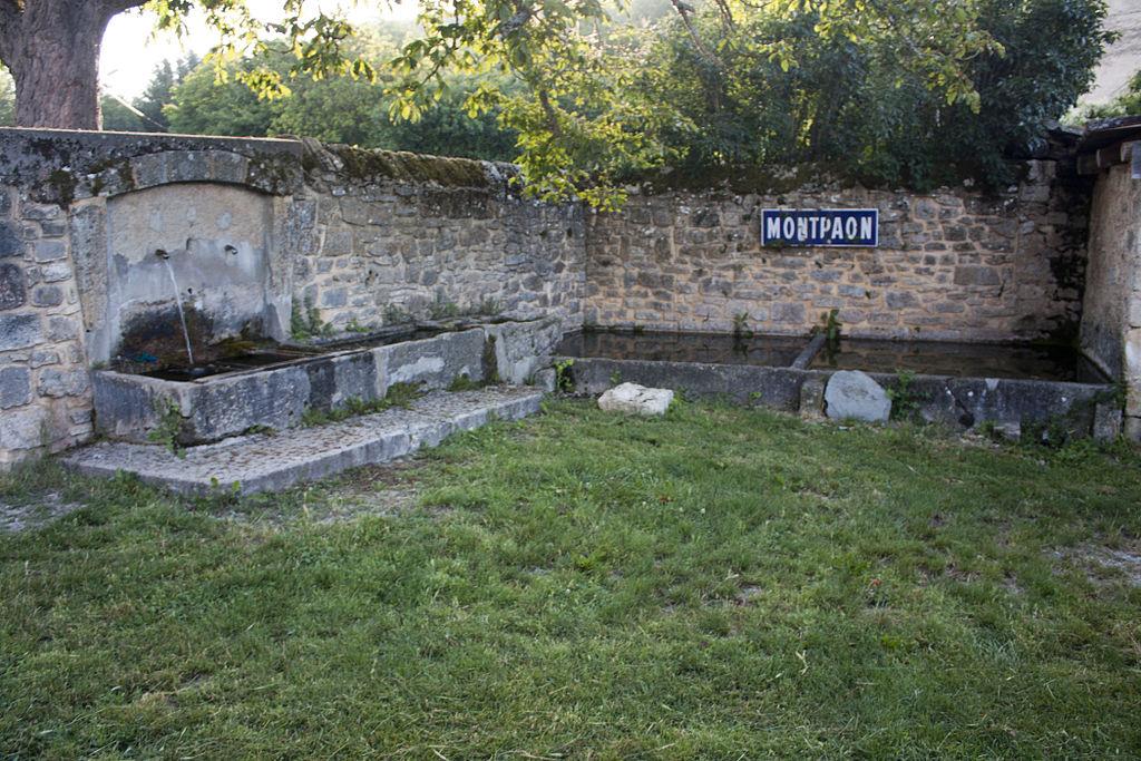 Fondamente (Aveyron) Montpaon fontaine et lavoir
