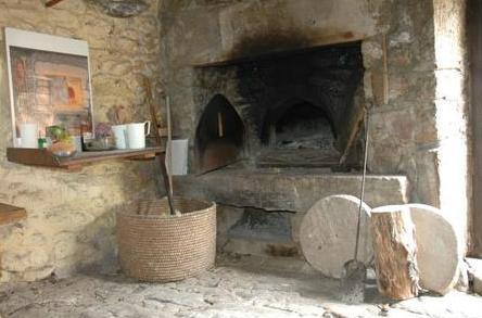 Fondamente (Aveyron) Moulès, le four à pain du hameau