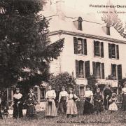 Fontaine-en-Dormois (51) Le château CPA