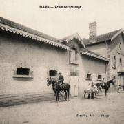 Fours (Nièvre) L'école de dressage CPA
