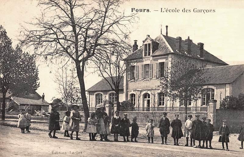 Fours (Nièvre) L'Ecole de garçons CPA