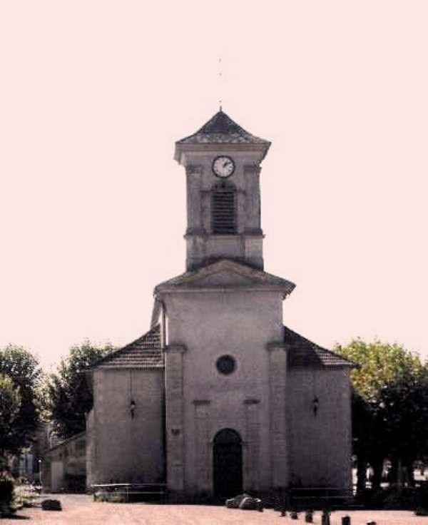Fours (Nièvre) L'Eglise Saint Jean Baptiste