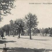 Fours (Nièvre) La place Pouyat CPA