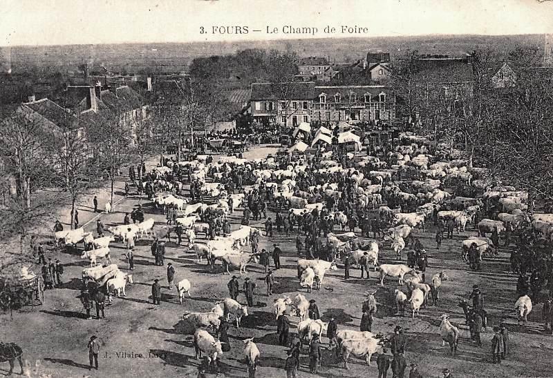 Fours (Nièvre) Le champ de foire CPA