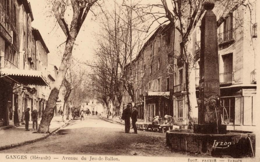 Ganges (Hérault) La rue du jeu de ballon CPA
