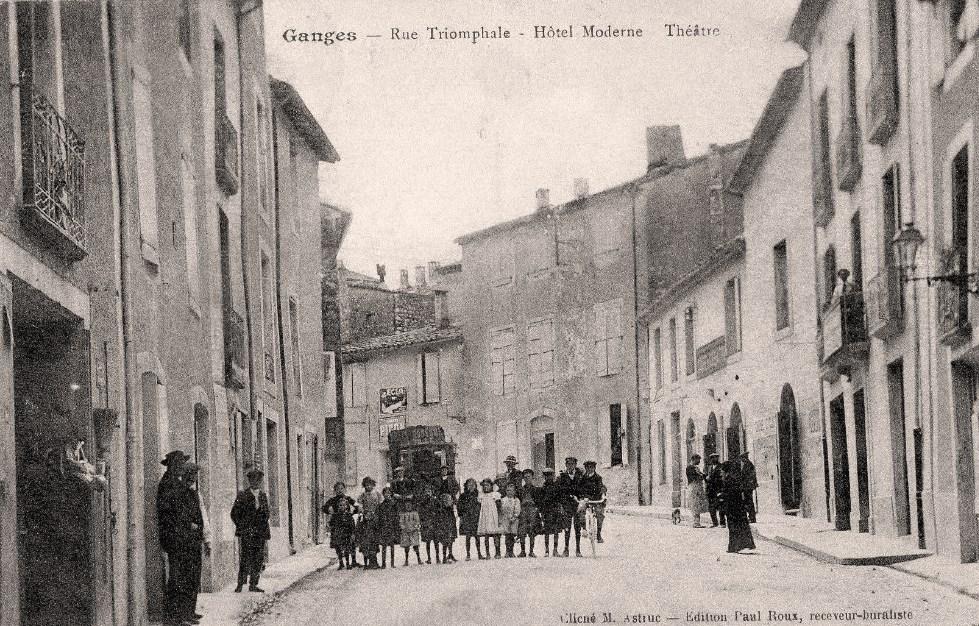 Ganges (Hérault) La rue Triomphale CPA