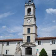Ganges (Hérault) Le beffroi et le monument aux morts