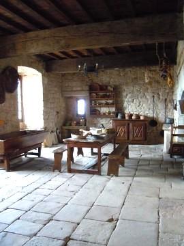 Gissac (Aveyron) Château de Montaigut, cuisine