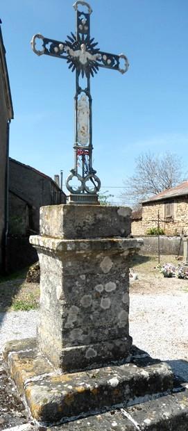 Gissac (Aveyron) Croix du cimetière