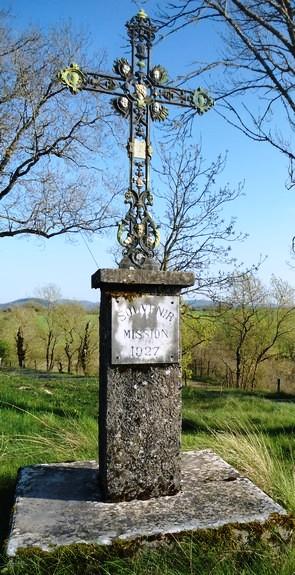 Gissac (Aveyron) Croix de la mission 1927