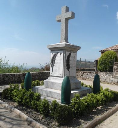 Gissac (Aveyron) Monument aux morts