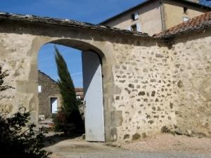 Gissac (Aveyron) Saint Etienne, gite et bergerie