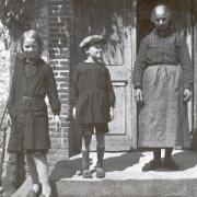 Marcelle et Pierre Gransard et leur nourrice Léontine Coté