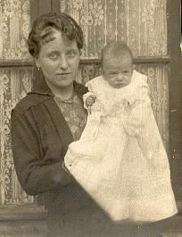 Guth Germaine 1917 et son fils Maurice