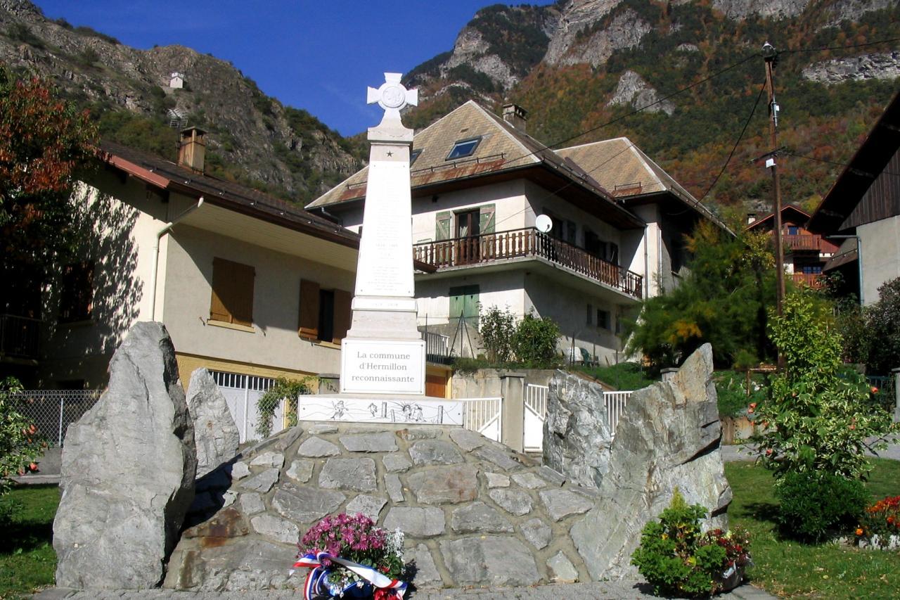 Hermillon (Savoie) Le monument aux morts