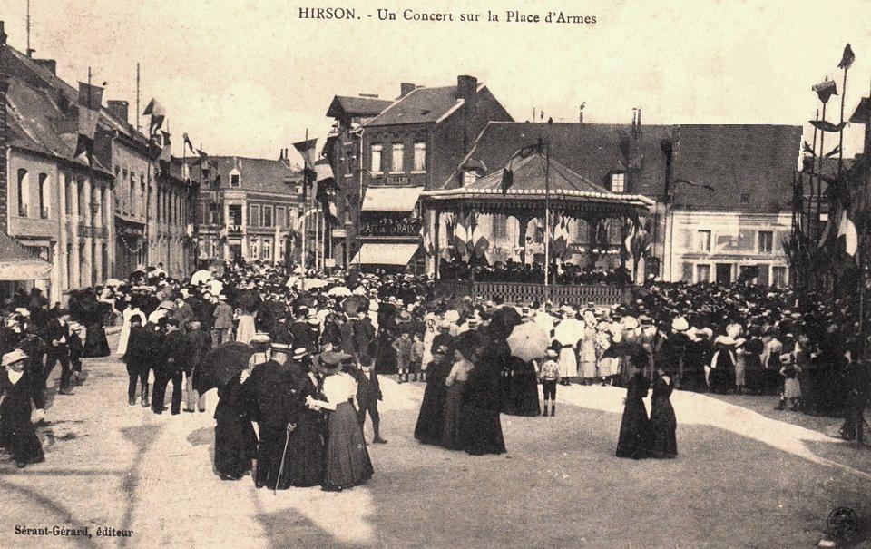Hirson (Aisne) CPA concert sur la Place d'armes en 1910