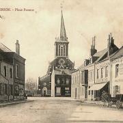 Hirson (Aisne) CPA l'église et la Place Pasteur