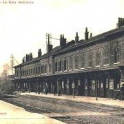 Hirson (Aisne) CPA la gare, côté voie
