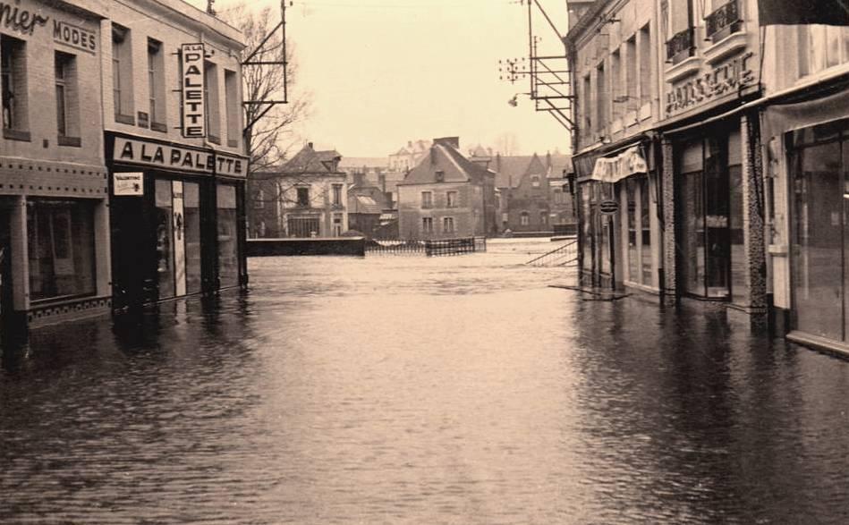 Hirson (Aisne) CPA les inondations en 1956