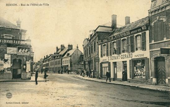 Hirson (Aisne) CPA la rue de l'hôtel de ville