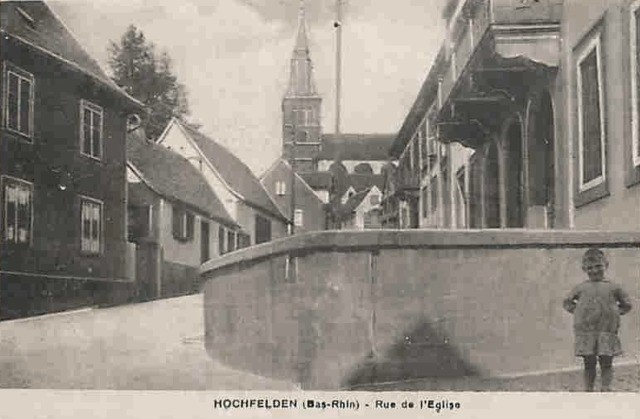 Hochfelden 67 la rue de l eglise cpa