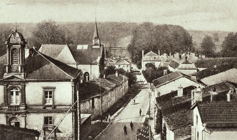 Inor (Meuse) La mairie et l'église CPA