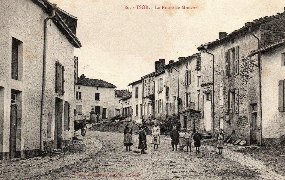 Inor (Meuse) La route de Mouzon CPA