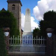 Jaudrais (28) L'église Saint-Jean et le monument aux morts