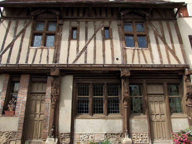Joigny (89) La maison de l'Ave Maria