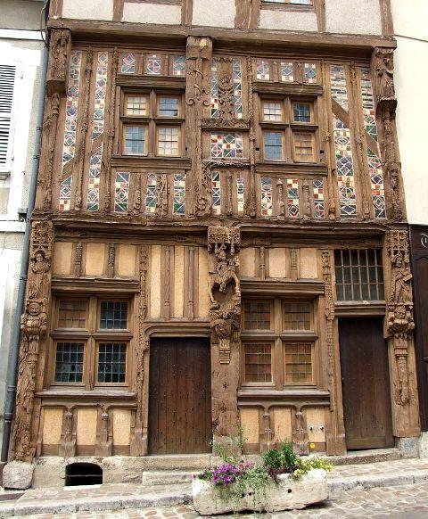 Joigny (89) La maison du Pilori