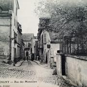 Joigny (89) La rue des Menuisiers CPA