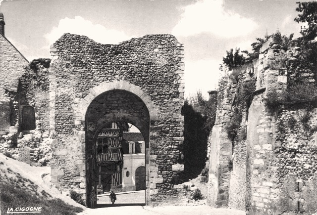 Joigny (89) Les ruines du château CPA