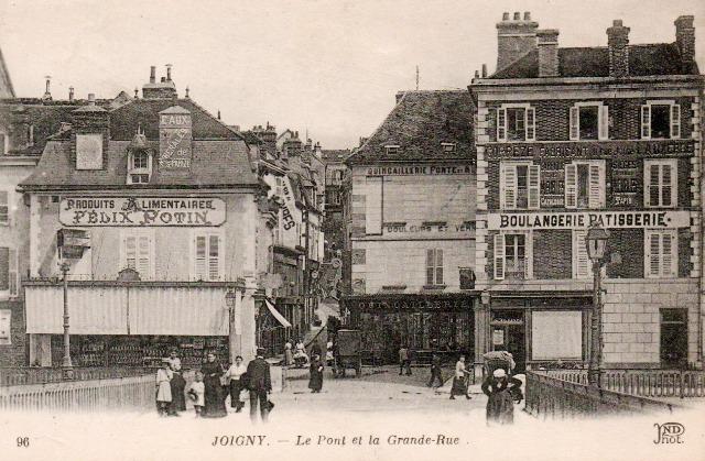 Joigny (89) Le pont et la grande rue CPA