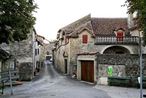 La Bastide-Pradines (Aveyron) La rue pincipale