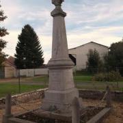 La Chapelle-sur-Chézy (Aisne) Monument aux morts