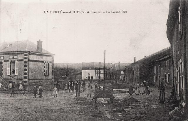 La Ferté-sur-Chiers (08) Grande rue CPA