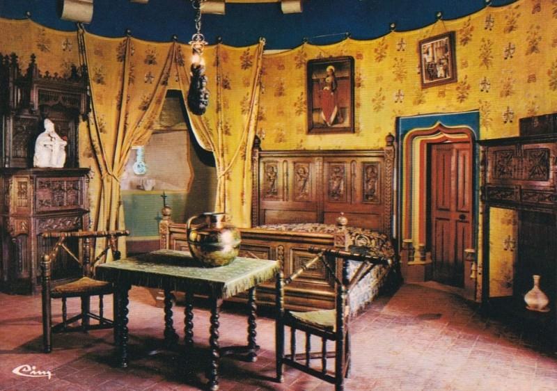 La Rochepot (Côte d'Or) Le château, chambre du capitaine des gardes CPA