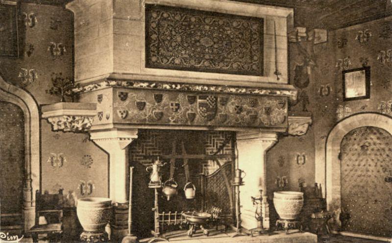 La Rochepot (Côte d'Or) Le château, cheminée salle à manger CPA