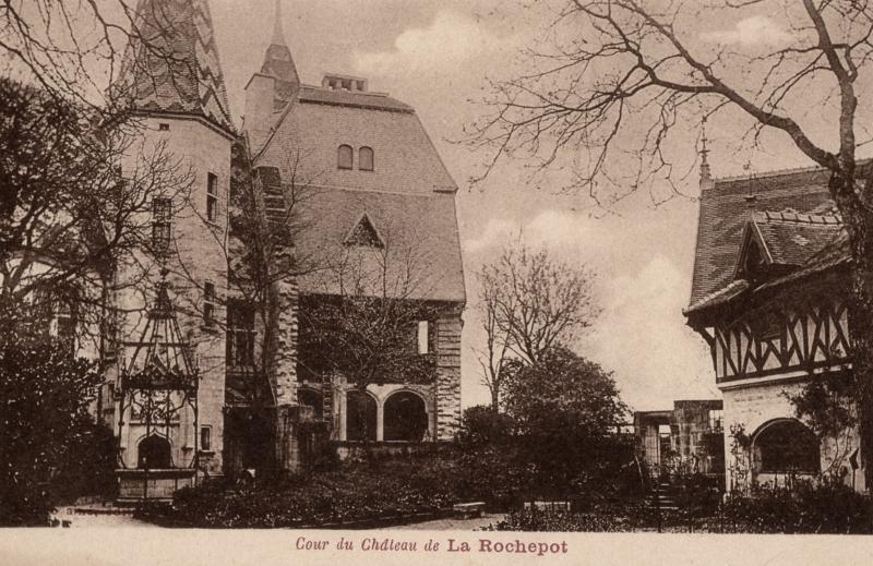 La Rochepot (Côte d'Or) Le château, cour CPA