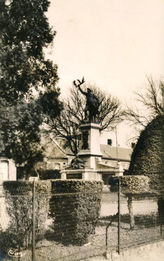 Ligny en cambresis 59 le monument aux morts cpa
