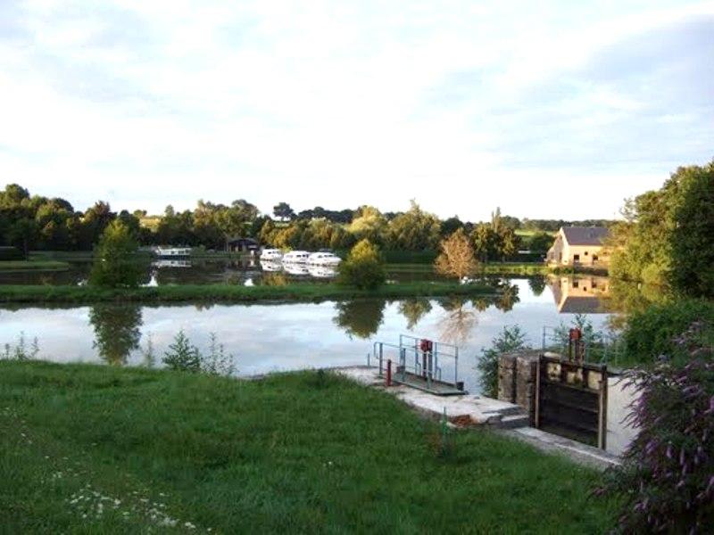 Limanton (Nièvre) Panneçot, l'écluse