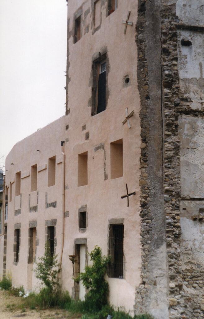 Lodève, le 7 avenue Denfert vue arrière sur la Lergue en 2005