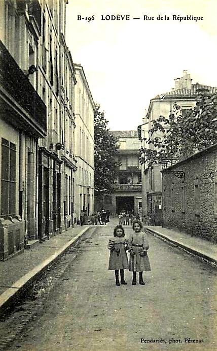 Lodève (Hérault) L'avenue de la République  CPA