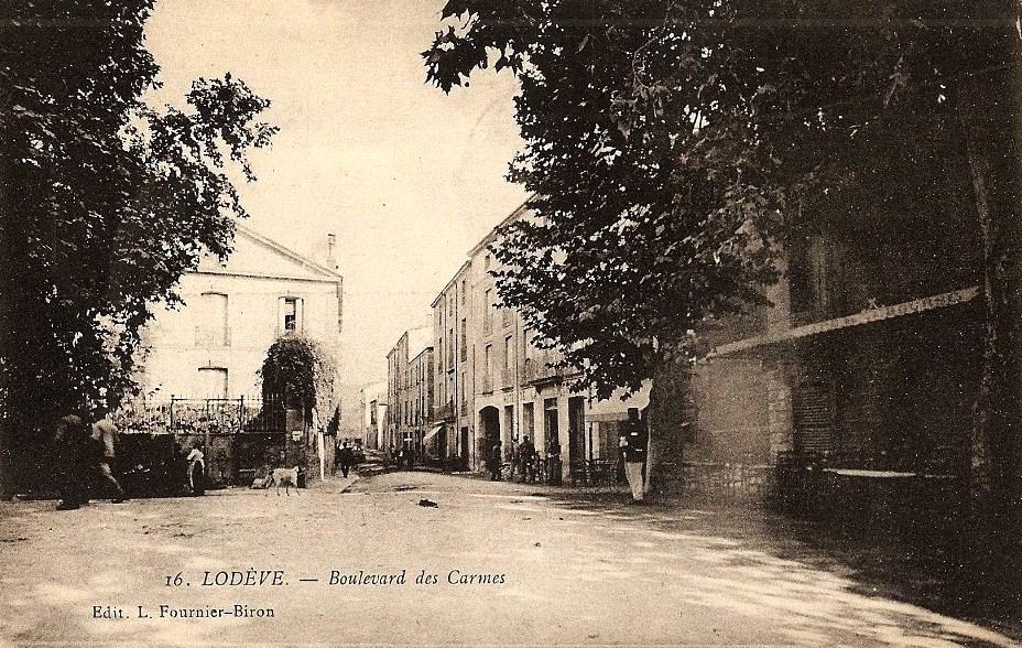 Lodève (Hérault) Le Bld des Carmes CPA
