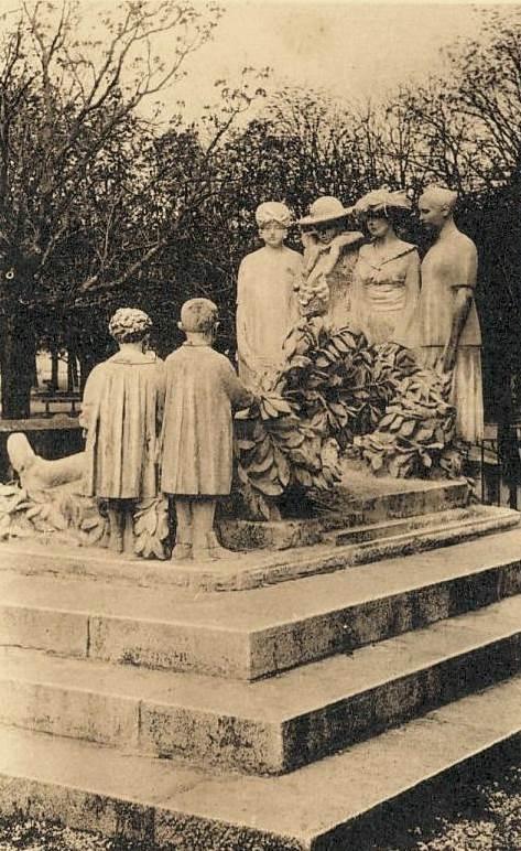 Lodève (Hérault) Le monument aux morts CPA