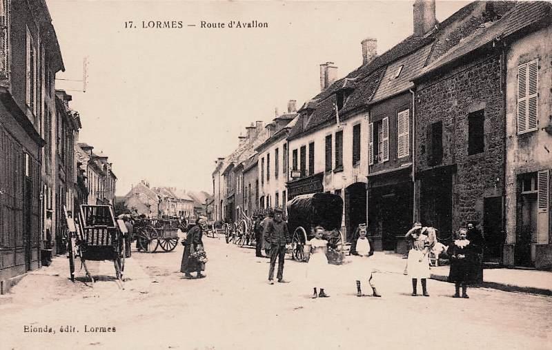 Lormes (Nièvre) La route d'Avallon CPA