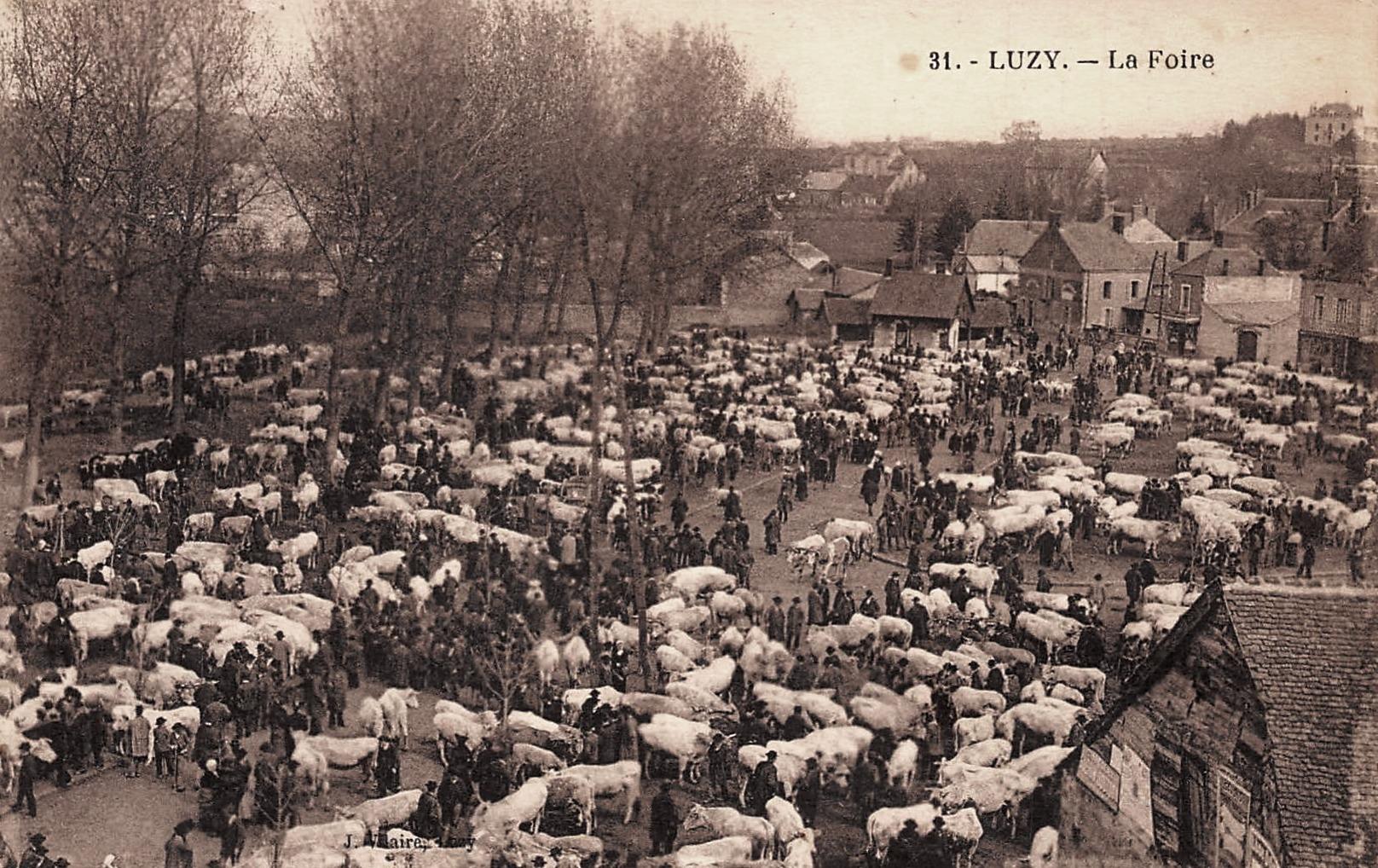Luzy (Nièvre) La foire CPA