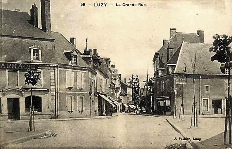 Luzy (Nièvre) La Grande rue CPA