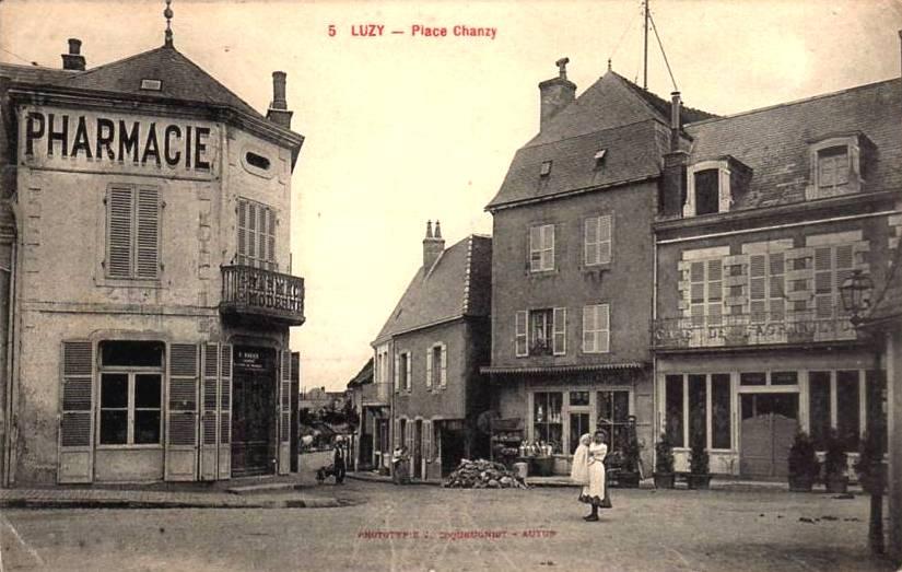 Luzy (Nièvre) La Place Chanzy CPA