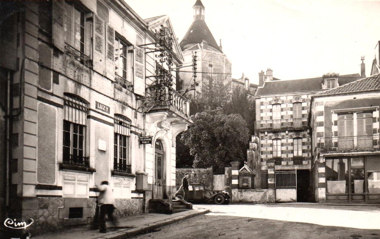 Luzy (Nièvre) La Poste et la tour CPA